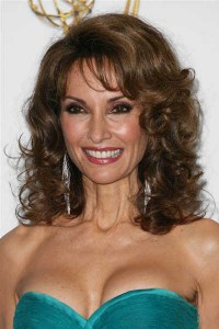 susan-lucci-layered-curly-brunette-hairstyle-august-08
