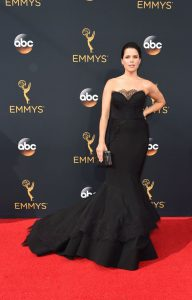 neve-campbell-2016-emmys
